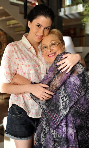 """Suely Franco e Olívia Torres em cena de """"Amor Eterno Amor"""" (2012)"""