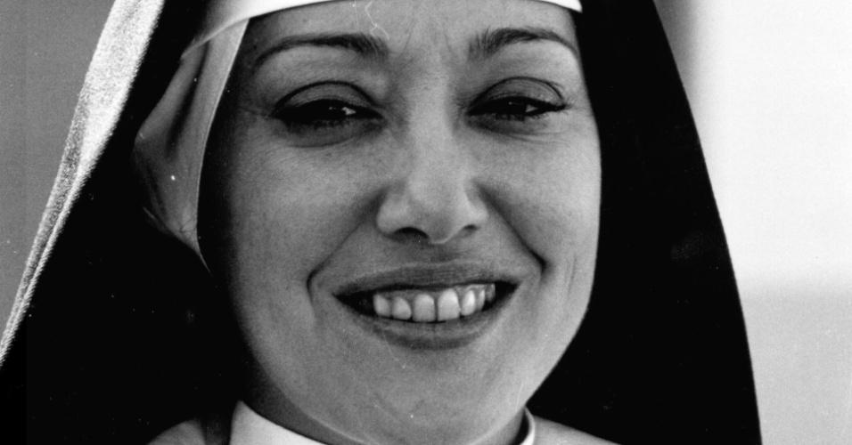 """Suely Franco em cena da novela """"Estúpido Cupido"""" (1976)"""