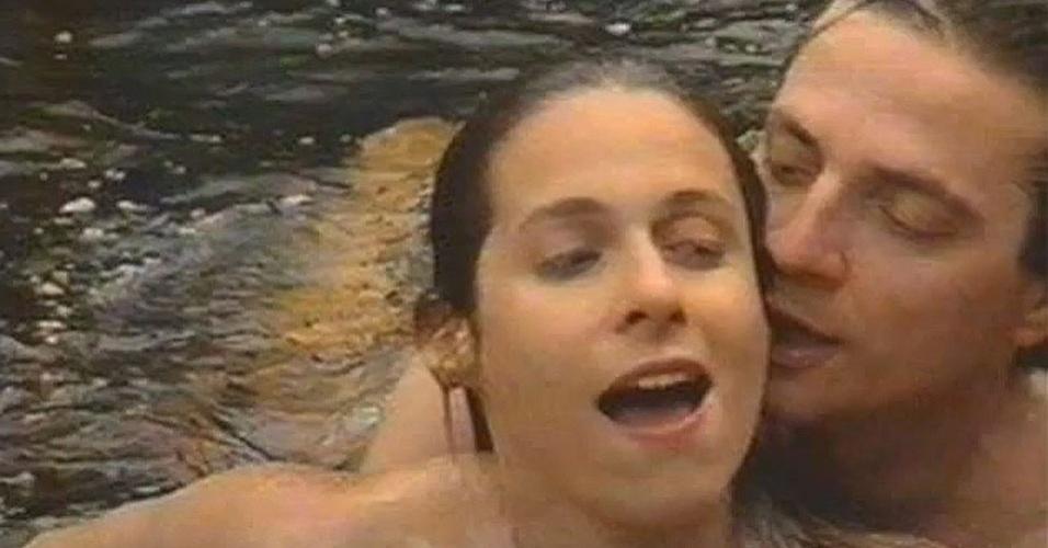 """Quem não se lembra do fotógrafo """"pegador"""" de """"Pedra sobre Pedra"""" (1992)? Jorge Tadeu (Fábio Jr.) se ocupava em fotografar e seduzir as mulheres casadas da cidade. Uma delas era Andréa Beltrão, que vivia a esfuziante Úrsula"""