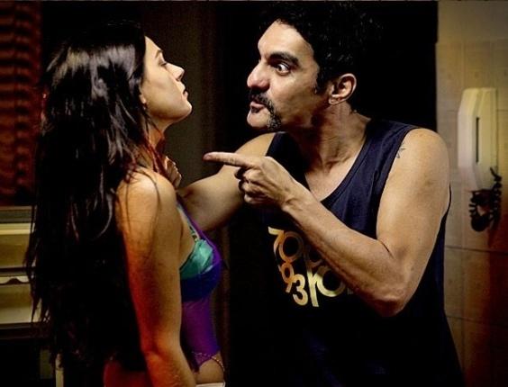 """Isis Valverde e William Vita em cena de """"Avenida Brasil"""" (21/6/2012)"""