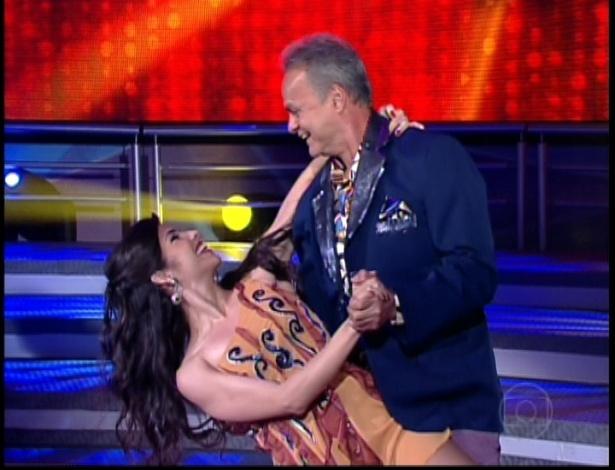"""Kadu Moliterno e Dani De Lova dançam """"Como Uma Onda"""" de Lulu Santos na noite do bolero na dança dos famosos no """"Domingão do Faustão"""" (24/6/12)"""