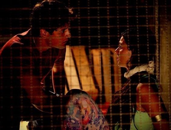 "Em ""Avenida Brasil"", Roni tenta salvar Suelen e é pego por Ramón (25/6/12)"