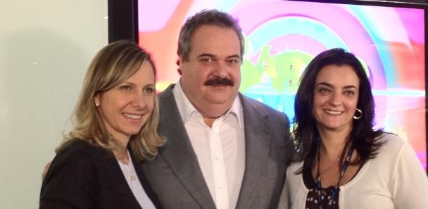 Gilberto Barros, entre Monica Pimentel e Katia Gardin, da RedeTV!, ao anunciar a estreia de seu programa
