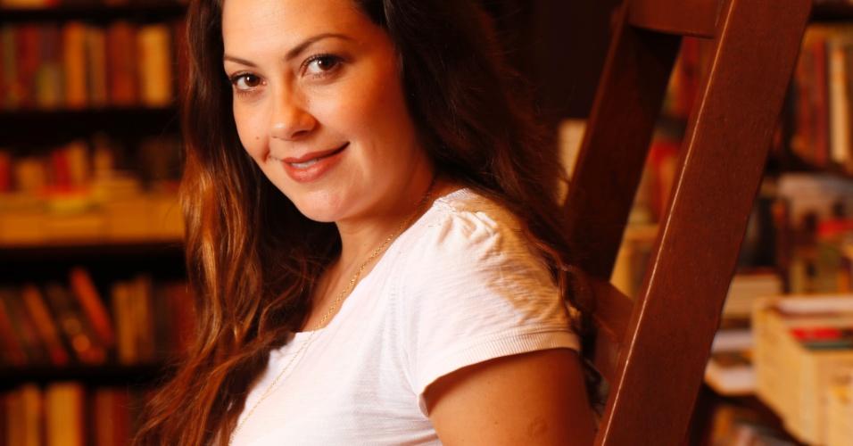 Fabiula Nascimento durante entrevista ao portal UOL em livraria do Rio (27/6/2012)