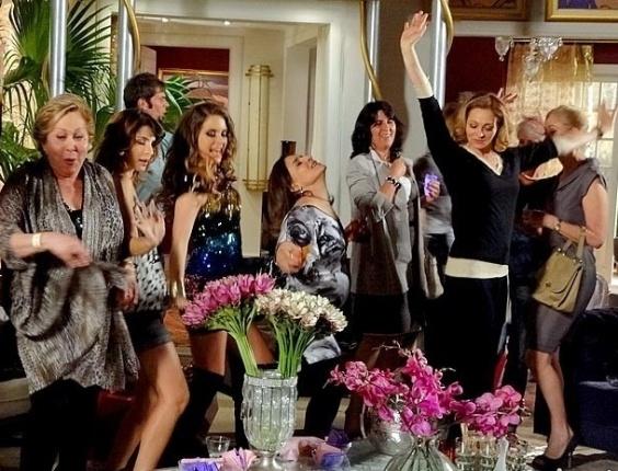 """Em """"Cheias de Charme"""", Chayene usa reunião de patroas para produzir o hit """"Vida de Patroete"""" (29/6/12)"""