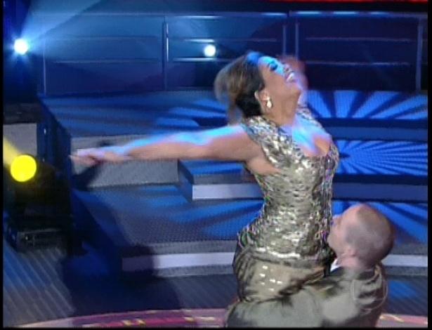"""Gaby Amarantos e Bruno Galhardo dançam Frank Sinatra na repescagem da """"Dança dos Famosos"""" (1/7/12)"""
