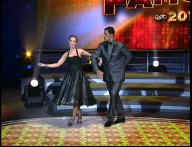 """Minotauro e Juliana Valcézia dançam """"All of Me"""" de Frank Sinatra na repescagem da """"Dança dos Famosos"""" (1/7/12)"""