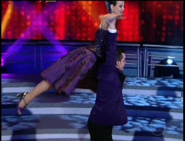 """Sthefany Brito e Leandro Azevedo  dançam """"I've Got You Under My Skin"""" de Frank Sinatra na repescagem da """"Dança dos Famosos"""" (1/7/12)"""