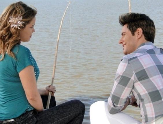 """Em """"Cheias de Charme"""", Rosário se diverte em pescaria com Fabian"""
