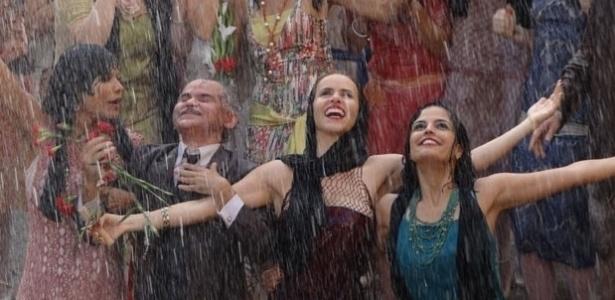 """Em """"Gabriela"""", as garotas do Bataclã festejam a chuva enviada pelos santos"""
