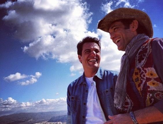 """Rodrigo Lombardi (esq.) e Domingos Montagner (dir.) na Turquia, durante o primeiro dia de gravação da novela """"Salve Jorge"""" (2/7/12)"""