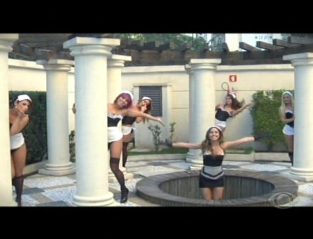 """Sabrina Sato e panicats gravam clipe das empregatas, baseado no clipe das Empreguetes de """"Cheias de Charme"""""""