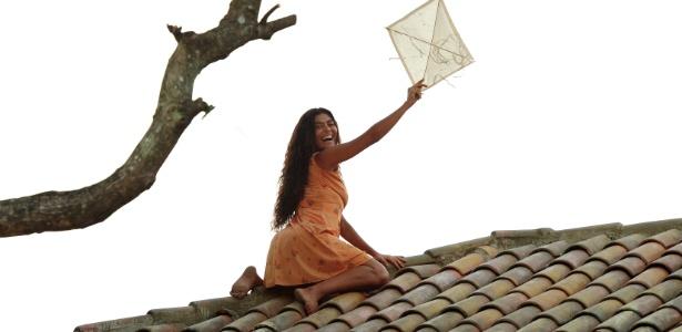 """A atriz Juliana Paes grava a emblemática cena da pipa no telhado em """"Gabriela"""" (3/7/12)"""
