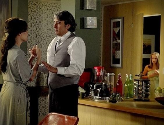 """Em """"Avenida Brasil"""", Paloma fica revoltada ao descobrir que o """"tio"""" Cadinho, na verdade, é seu pai (3/7/12)"""