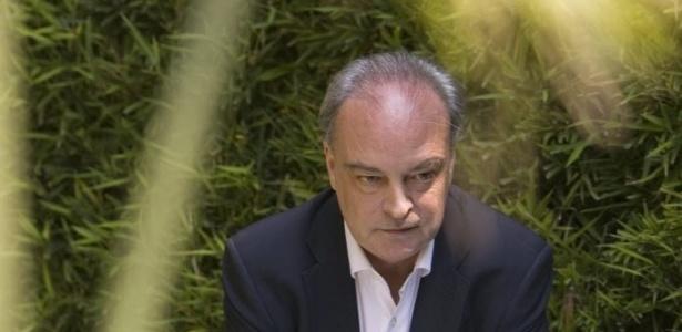 O escritor catalão Enrique Vila-Matas posa para foto na Cidade do México (28/7/08)  -  EFE/David de la Paz