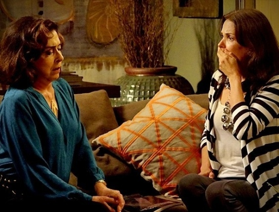 """Betty Faria e Carolina Ferraz em cena de """"Avenida Brasil"""" (9/7/2012)"""