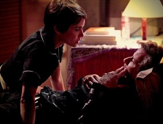 "Em ""Avenida Brasil"", por R$ 500 mil, Max desiste de entregar Nina (9/7/12)"