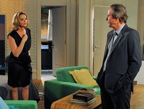 """Em """"Cheias de Charme"""", Sônia fica indignada ao descobrir as falcatruas de Sarmento (10/7/12)"""