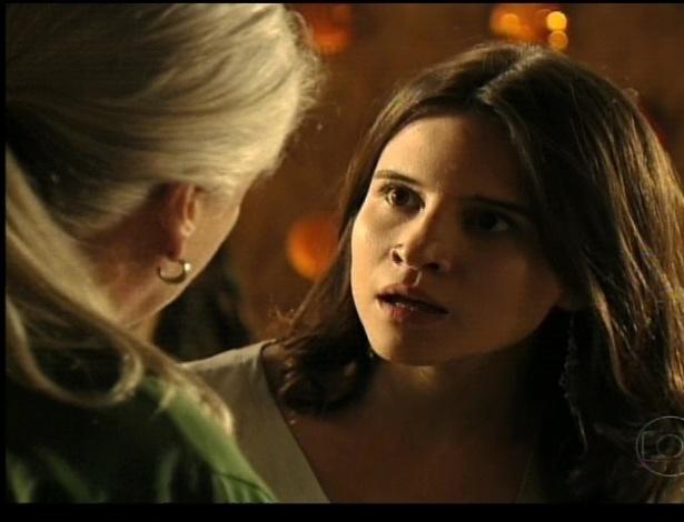 Ao saberem que Carminha descobriu que Nina é Rita, Mãe Lucinda (Vera Holtz) e Betânia (Bianca Comparato) ficam preocupadas com Nina (21/7/12)