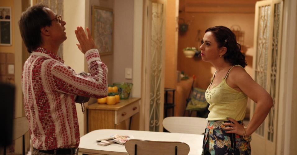 Agostinho (Pedro Cardoso) e Bebel (Guta Stresser) discutem por causa de dinheiro (8/12/2011)