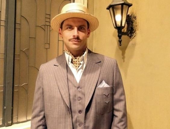 Henri Castelli como Rômulo Vieira