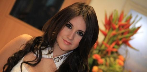 """A cantora mexicana Dulce Maria participa de gravação da novela """"Rebelde"""" no RecNov, na zona oeste do Rio (27/7/2012)"""
