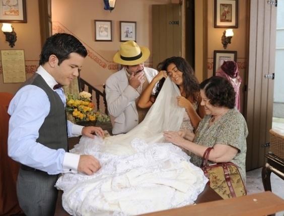 Nacib e Gabriela vão ao armarinho escolher o tecido do vestido de noiva (27/7/12)
