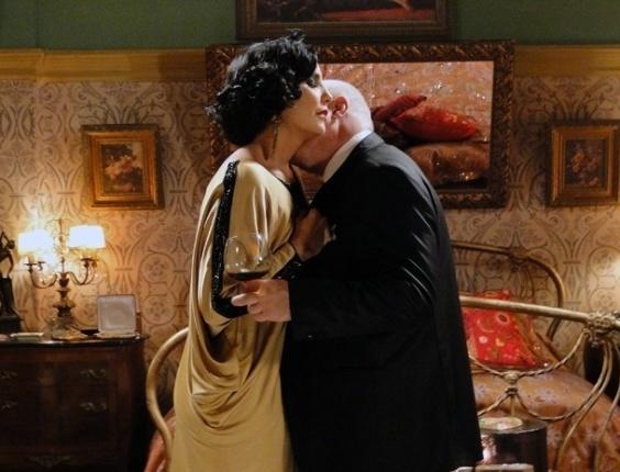 """Em """"Gabriela, coronel Ramiro e Maria Machadão se beijam (31/7/12)"""