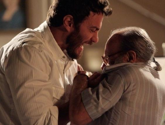 """Gabriel Braga Nunes e Osmar Prado em cena de """"Amor Eterno Amor"""" (1/8/2012)"""