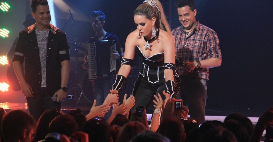 Leandra Leal durante gravação do show das empreguetes que reuniu a dupla sertaneja João Neto & Frederico (31/7/12)
