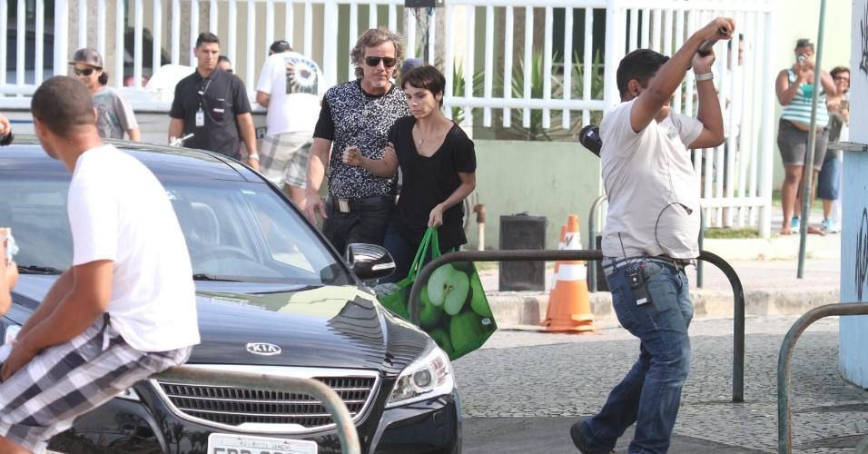 Os atores Marcelo Novaes e Deborah Fallabella gravaram nesta terça-feira (31), no Rio de Janeiro, cena que inicia o suposto sequestro de Nina. Enquanto a chefe de cozinha está no mercado, Max pega-a pelo braço à força e a leva para o barco. A cena começa na quinta (2).