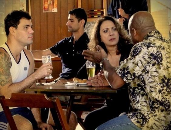 """Em """"Avenida Brasil"""", Muricy descobre que Carminha surtou por causa de Nina e promete investigar a história (1/8/12)"""