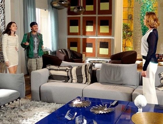 """Em """"Cheias de Charme"""", Cida provoca Sarmentos ao convidar Rodinei para visitar sua nova casa (1/8/12)"""