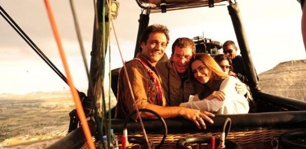 """Cleo Pires e Domingos Montagner gravaram cenas em um balão na Turquia para a novela """"Salve Jorge"""" (2/8/12)"""
