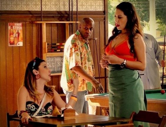 """Em """"Avenida Brasil"""", Beverly conta para Olenka que Monalisa vai se mudar para a Zona Sul (2/8/12)"""