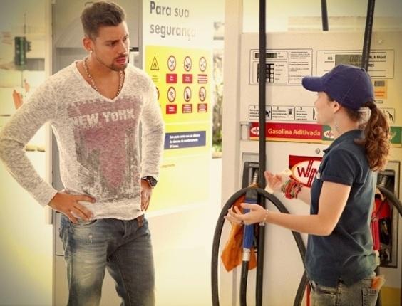 """Em """"Avenida Brasil"""", Jorginho pressiona Betânia para saber segredo que Nina usa contra Carminha (2/8/12)"""