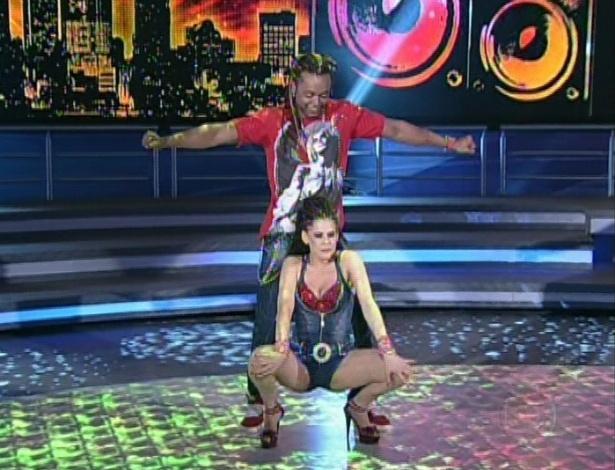 """Bárbara Paz e Maurício Wetzel dançam """"Chantilly"""" na noite de funk da """"Dança dos Famosos"""" no """"Domingão do Faustão (5/8/12)"""