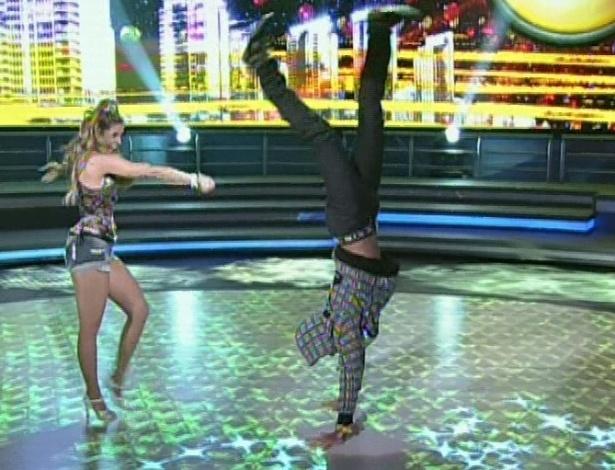 """Rodrigo Simas e Raquel Guarini dançam """"Se Ela Dança, Eu Danço"""", do Mc Leozinho, na noite de funk da """"Dança dos Famosos"""" no """"Domingão do Faustão (5/8/12)"""