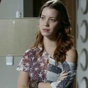 """A personagem Débora (Nathalia Dill) de """"Avenida Brasil"""" aparece novamente na quarta colocação com blusa da bandeira dos EUA"""