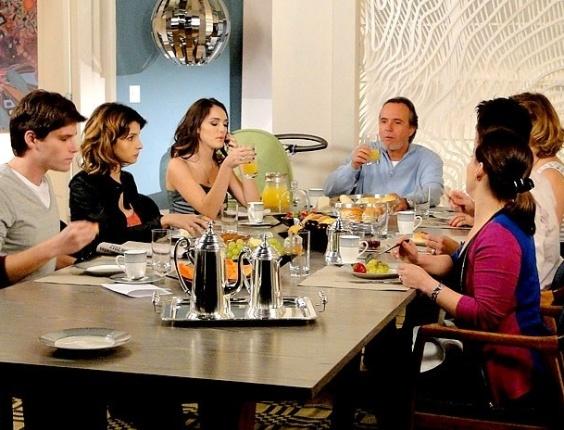 """Em """"Cheias de Charme"""", Cida é eleita a """"Garota Charme do ano"""" e Isadora morre de inveja (10/8/12)"""