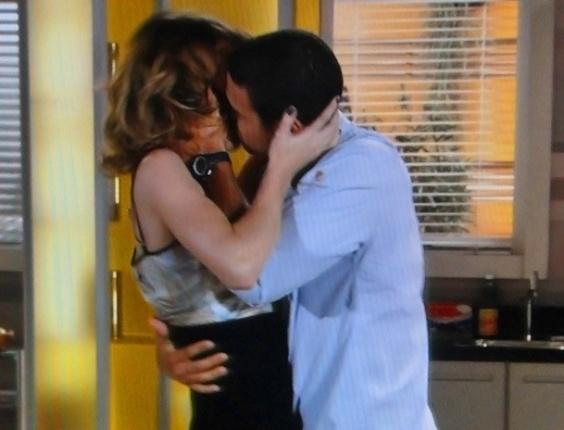 """Em """"Cheias de Charme"""", Niltinho beija Isadora, que se entrega (10/8/12)"""
