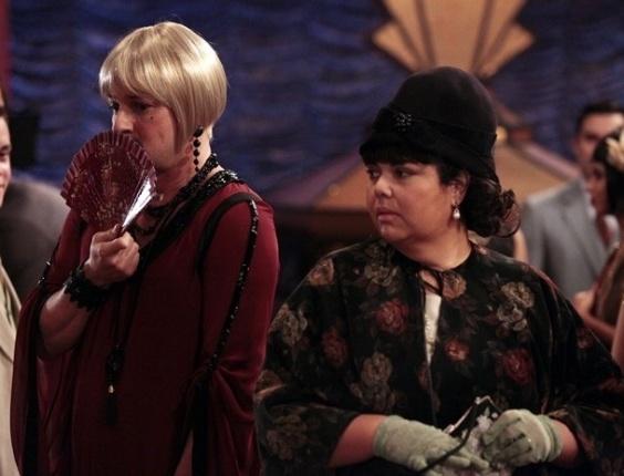 """Em """"Gabriela"""", Olga vai atrás de Tonico no Bataclã, e o mulherengo se veste de mulher para escapar da esposa (10/8/12)"""