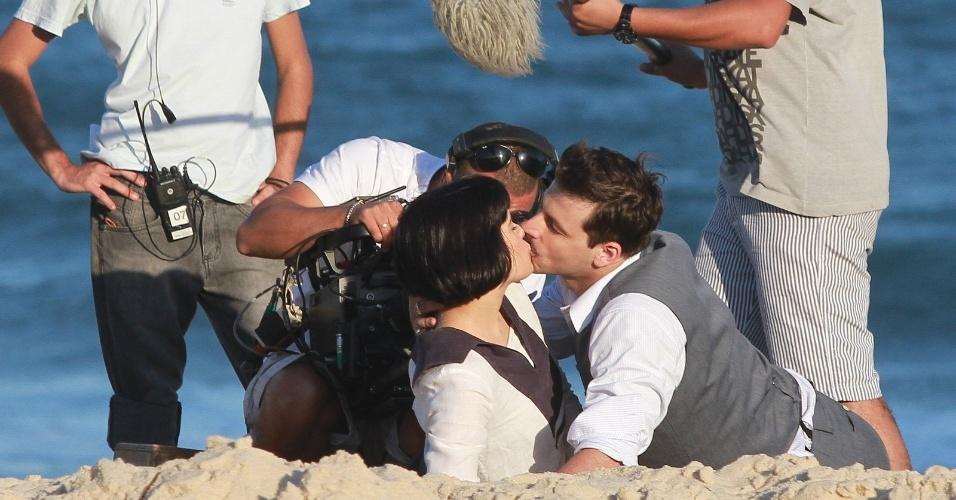 """Vanessa Giácomo e Henri Castelli gravaram cenas de beijo, nesta sexta-feira (10), de seus personagens em """"Gabriela"""". Na trama, eles vivem o novo casal Malvina e Rômulo"""