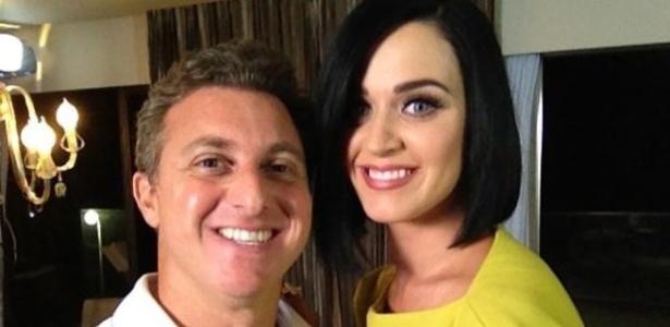 Luciano Huck tira foto com Katy Perry em entrevista da cantora para o
