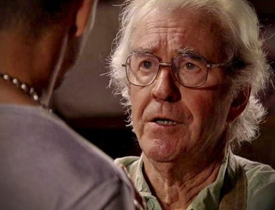 """Em """"Avenida Brasil"""", Santiago aconselha Jorginho a chantagear Carminha para saber quem é seu pai (13/8/12)"""