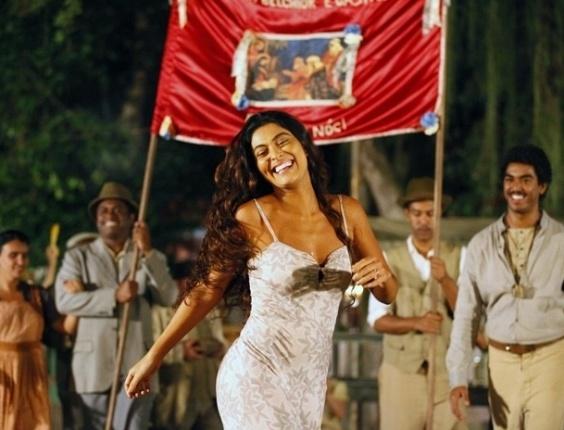 """Em """"Gabriela"""", Gabriela cai na folia do ensaio do Terno de Reis (18/8/12)"""