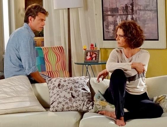 """Em """"Cheias de Charme"""", Lygia não perdoa traição e manda Alejandro embora de casa (16/8/12)"""