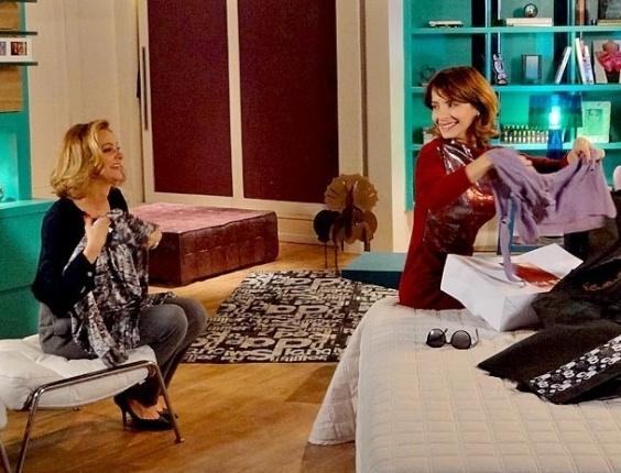 """Em """"Cheias de Charme"""", Sônia e Isadora se esbaldam com o cartão de crédito de Cida e compram até joias (16/8/12)"""