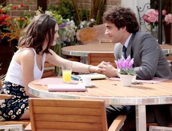 """Em """"Cheias de Charme"""", Elano e Cida se encontram e combinam de ir juntos ao show de Alcione (17/8/12)"""