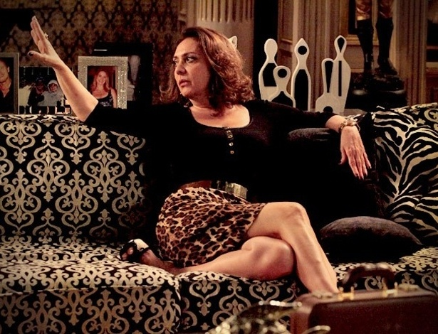 """Em """"Avenida Brasil"""", Muricy quer demitir Nina para acabar com os problemas de Carminha (18/8/2012)"""